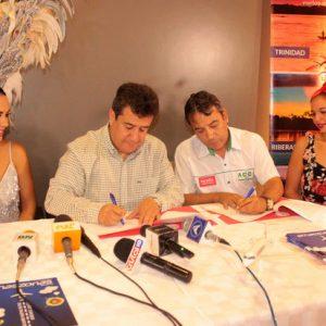 Fatima I, Luis Vera, vicepresidente ejecutivo Grupo Amaszonas, Carlos Arrien y Taliana Tufiño